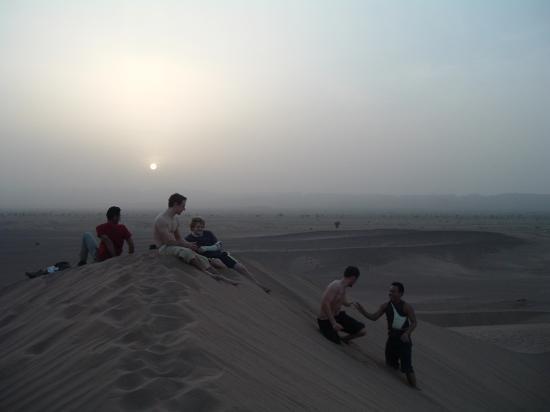 D'amuser sur les dunes au couder du soleil !