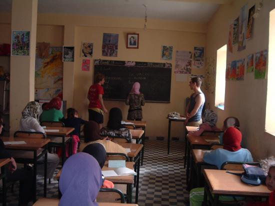 Les volontaires français font la classe aux élèves de Boudib !